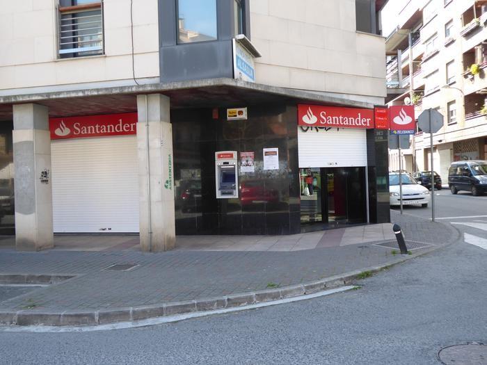 Altsasun, Santander Bankuaren bulegoa lapurtu dute