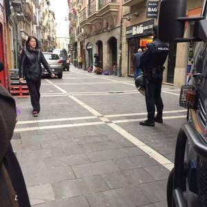 San Anton kaleko etxe batetik lau gazte kaleratu ditu Espainiako Poliziak