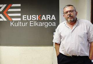 """Xabier Epaltza: """"Eraso gisa erabiltzen du UPNk euskara; hizkuntza politika erabat aldatu beharra dago"""""""