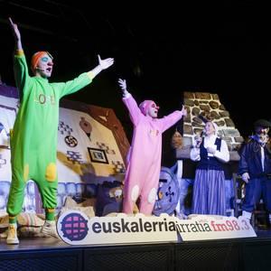 Jendez lepo Euskalerria Irratiak antolatutako Olentzeroren festa