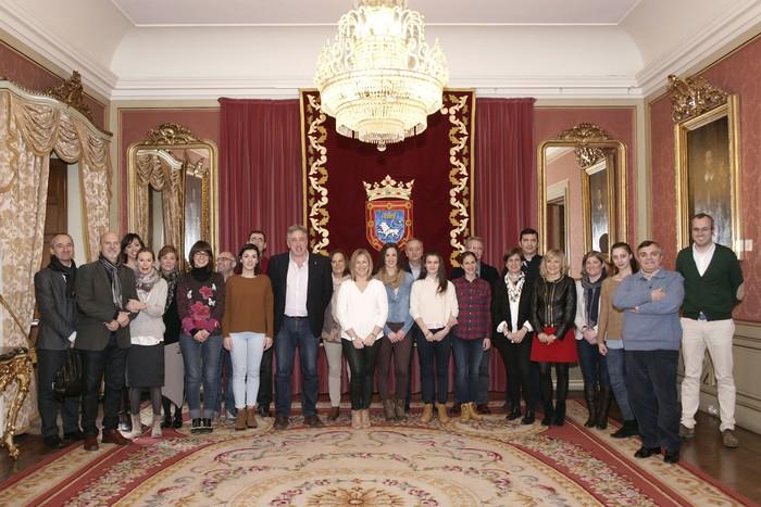 Anaitasuna gimnasia erritmiko taldea hartu du Iruñeko Udalak, Espainiako lehiaketa irabazi ostean