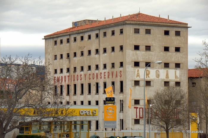 Argal fabrikaren eraikina botako dute