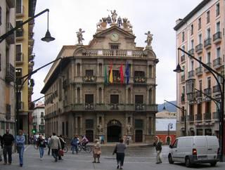 Iruñeko Udalean, agiri bat euskaraz izateko urte eta erdi.