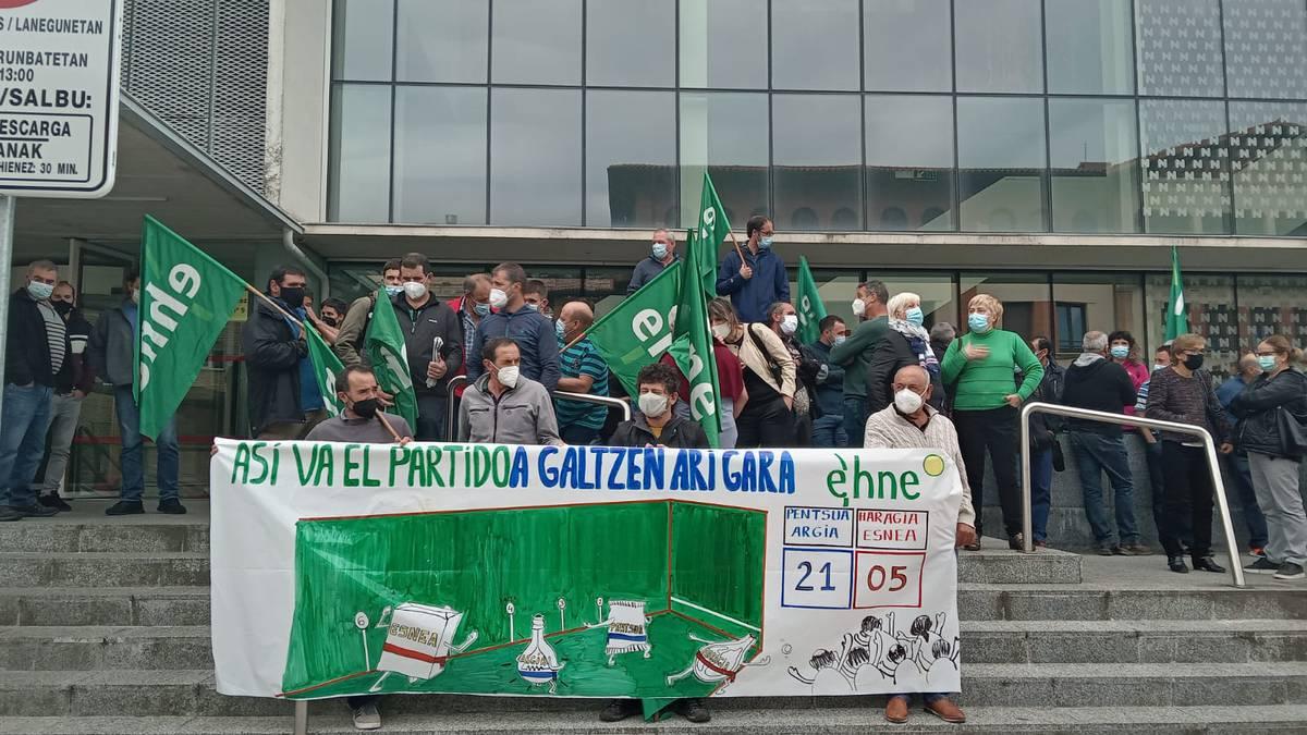 Ustiategi txikiak desagertzeko arriskuan direla ohartarazi du EHNE sindikatuak
