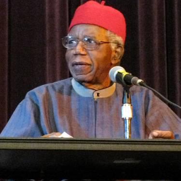 Liburu aurkezpena: Chinua Achebe «Gainbehera dator dena»