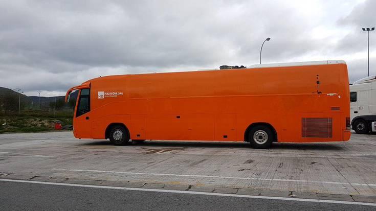 Autobus transfoboa ez dela ongi etorria aldarrikatu dute herritarrek