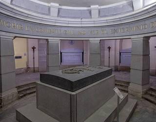 Asteazkenean hasiko da bi herritarren aurkako epaiketa Erorien Monumentuko kriptan grabatzeagatik