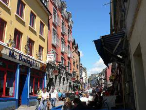 Galway hirian barnako ibilaldia: Irlanadan ere badira merkatal gune handiak