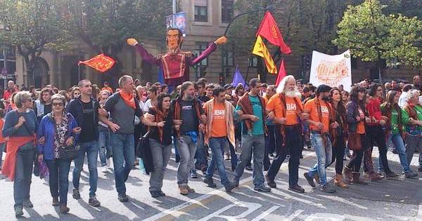 Herri libreen aldeko elkartasun manifestazio jendetsua