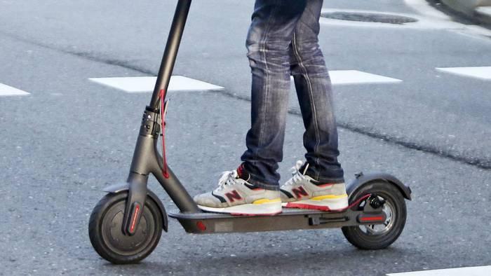 1.000 euroko isuna Iruñean patinete elektriko baten erabiltzaileari