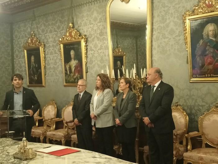 Emakumeenganako indarkeriaren kontrako koordinazio akordioa sinatu dute Nafarroako erakundeek