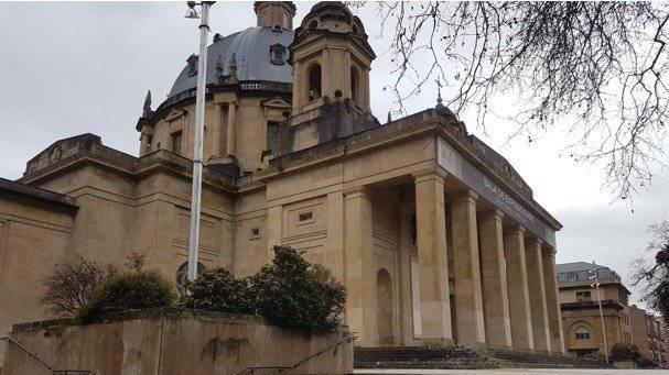 Erorien eraikina eraitsi edo erabilera ezberdinak emateko 7 proposamen hautatu ditu Iruñeko Udalak
