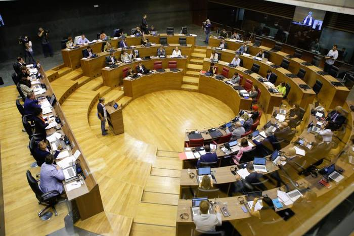 Parlamentuak 1,3 milioi euroko diru-laguntza onartu du alderdientzako, hauteskunde gastuengatik