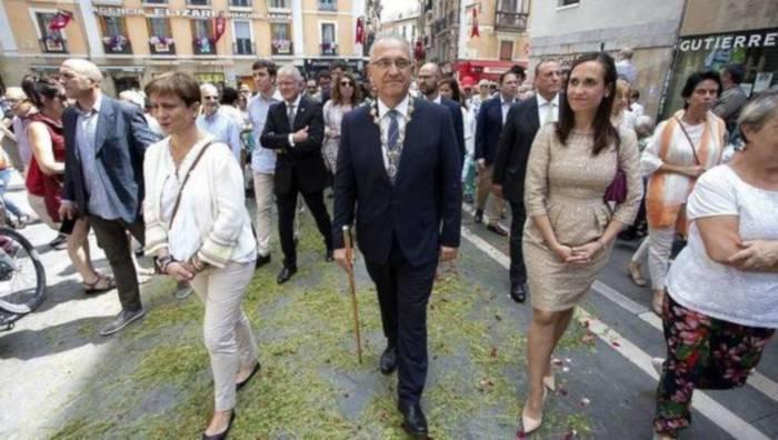 """Sanferminetan """"zuhurtzia"""" eskatu arren, mezara joanen da Iruñeko alkatea"""