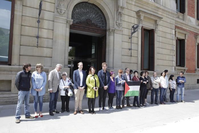 Palestina Israelek okupatutako lurretara bueltatzea defendatu du Nafarroako Parlamentuak
