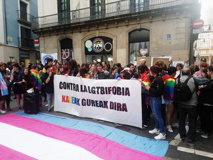 LGTBIQfobiaren aurka kalera atera da Iruñea