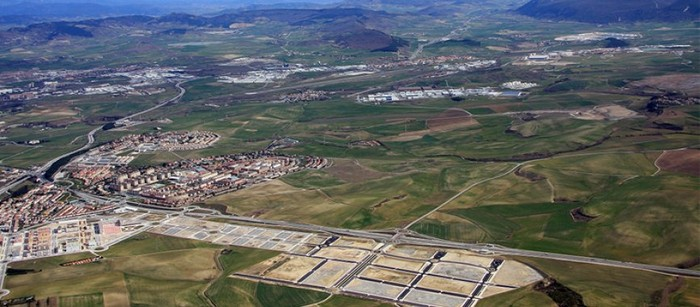 Aurrera atera ez zen industrialdeak 1,7 milioiko zorra utzi du Gazolatzen