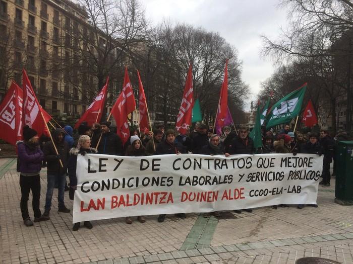 Kontratu Publikoen Legean klausula sozialak nahi dituzte sindikatuek