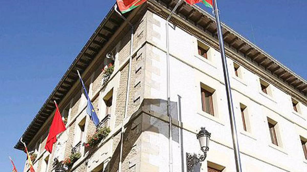 Atarrabiako udaletxeko fatxadan ikurrina jartzea baliogabetu du Justiziak