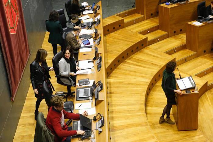 Nafarroako administrazio publikoetan euskararen erabilera arautzen duen dekretua indargabetzeko mozioa baztertu du Parlamentuak