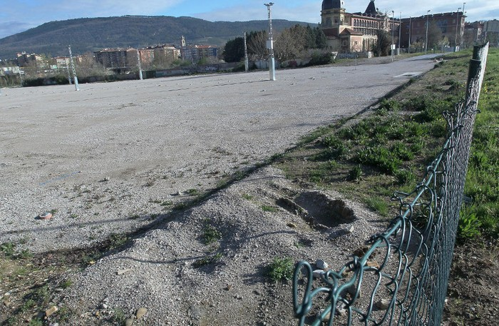 Autoak aparkatzeko gunea egokituko dute Kostalapea plazatik gertu