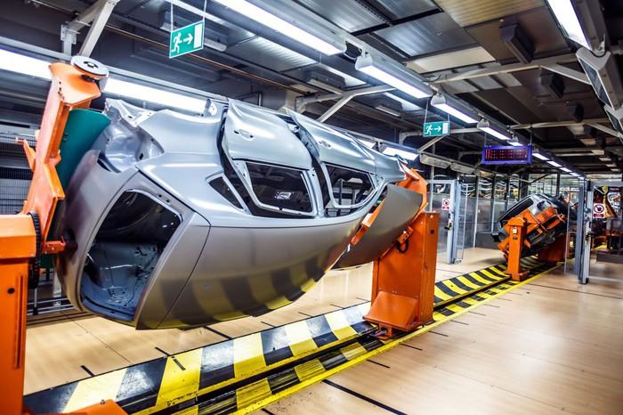Volkswagenen larunbatetan lan egitearen aurkako lan uzteak deitu dituzte LABek, ELAk eta CGTk