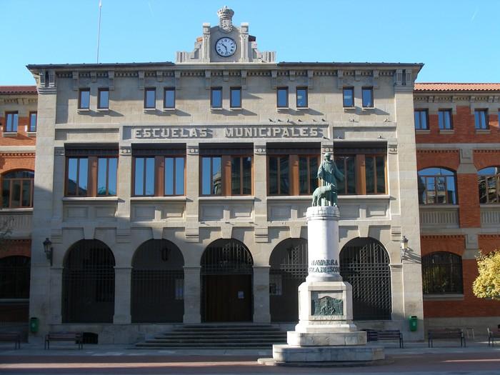Estalitako jolastokia eskatu du San Frantzisko eskolak parlamentuan