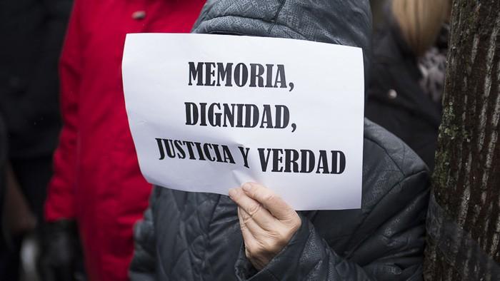 Biktima guztien aitortza eskatu dio parlamentuak Espainiari