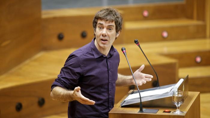 """Eduardo Santos: """"Ez da barne gatazka bat: Podemosen eta lau parlamentarien arteko eztabaida da"""""""