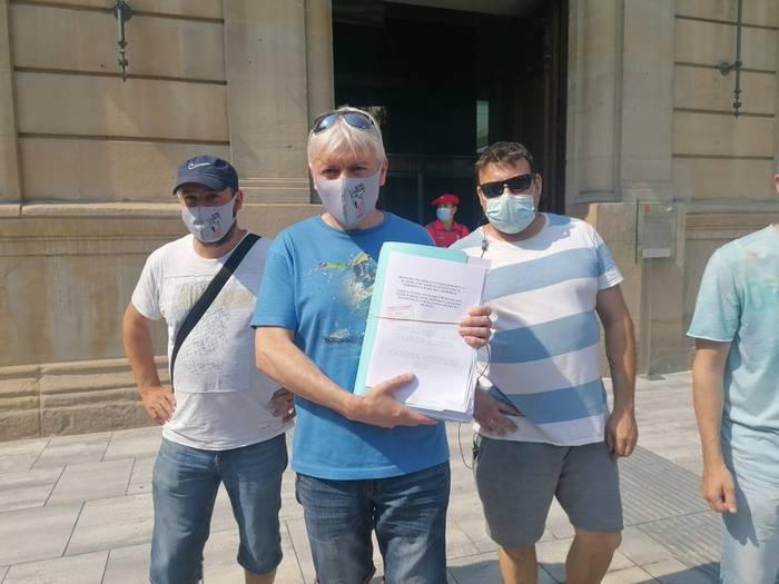 Siemens Gamesaren itxieraren aurkako 18.000 sinadura erregistratu dituzte Nafarroako Parlamentuan