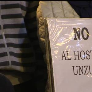 Unzuko hotelaren kontrako protesta egin dute Alde Zaharreko auzokideek
