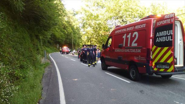 Motor gidari bat hil da Luzaiden izandako istripu batean