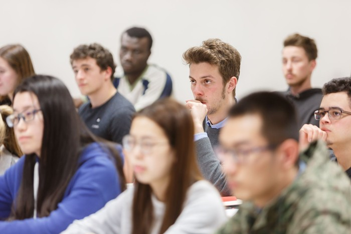 NUPek gradu eskaintza indartu du nazioarteko beste sei gaztelera-ingelesa programa elebidunekin