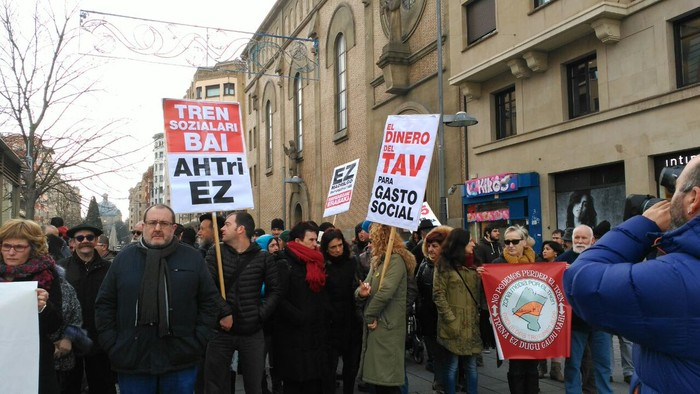 Tren sozialaren alde eta inposizioen aurkako protesta - 4