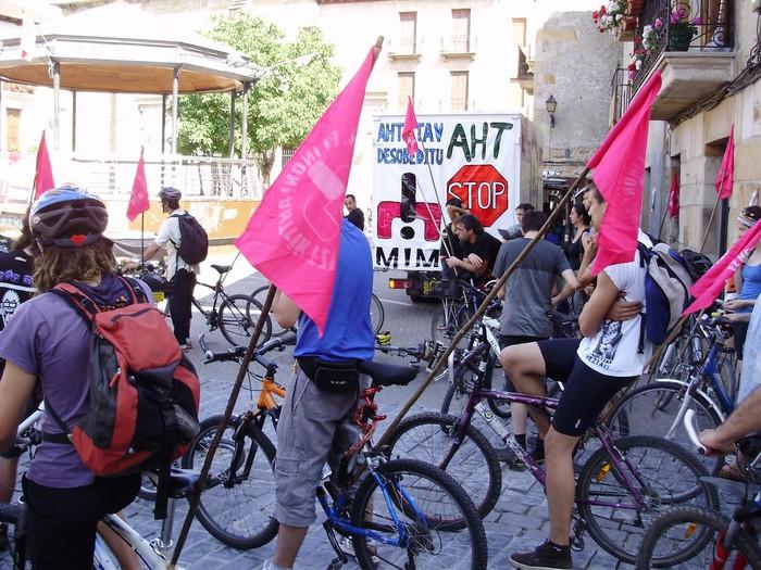 Bizikletaz eginen dute AHTren aurkako protesta