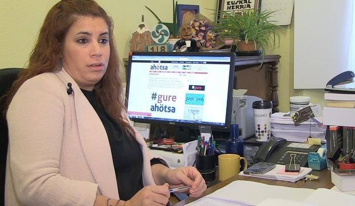 """Jaione Karrera: """"Tortura kasuengatik zazpi polizik deklaratu dute baina ia ez dute azalpenik eman"""""""
