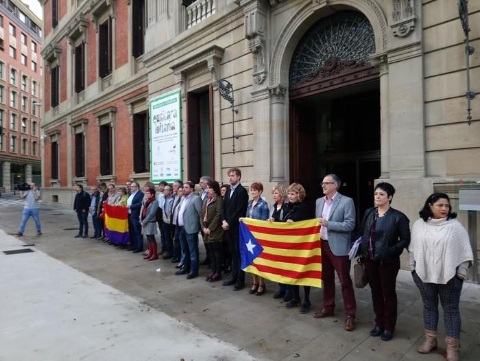 Jordi Sanchez eta Jordi Cuixarten espetxeratzearen kontra azaldu da Nafarroako Parlamentua