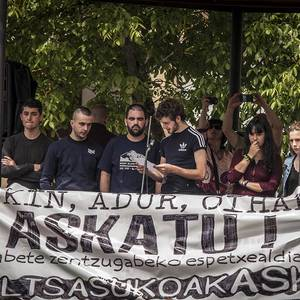 Altsasuko gazteen askatasuna exijitzeko manifestazio jendetsua egin dute