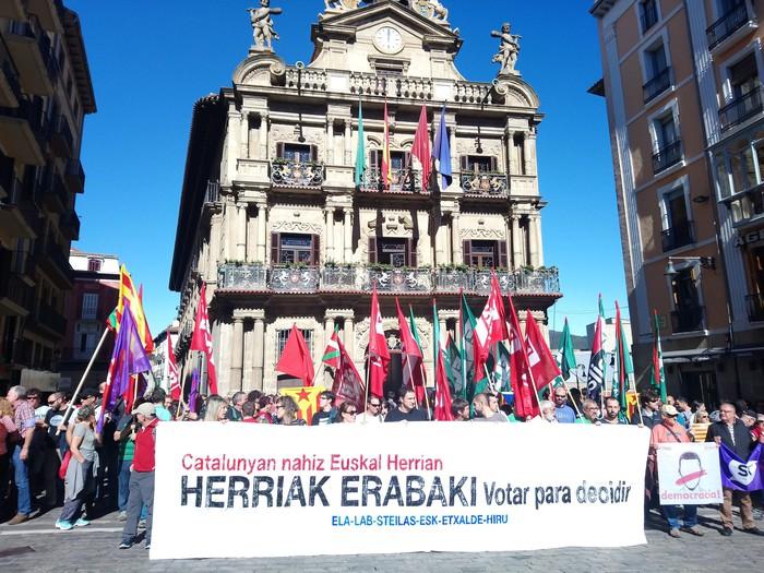 Kataluniako greba egunarekin bat, elkartasuna azaldu dute hainbat sindikatuk Iruñean