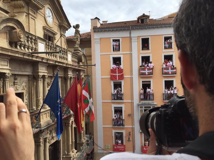 Espainiako Gobernu ordezkaritzak errekurtsoa jarri du ikurrina jartzearen kontra
