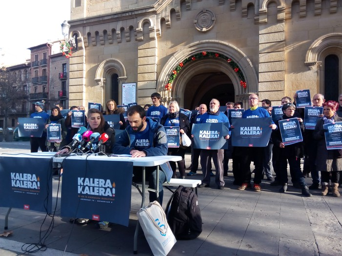 Euskal presoen askatasuna eskatzeko 'Kalera Kalera' ekimena Iruñean