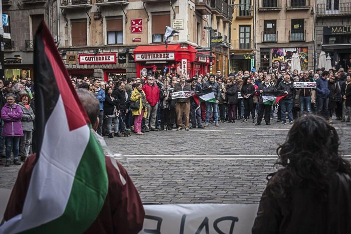 Israelekin harremana moztu dute Iruñeko Udalak eta Nafarroako Parlamentuak