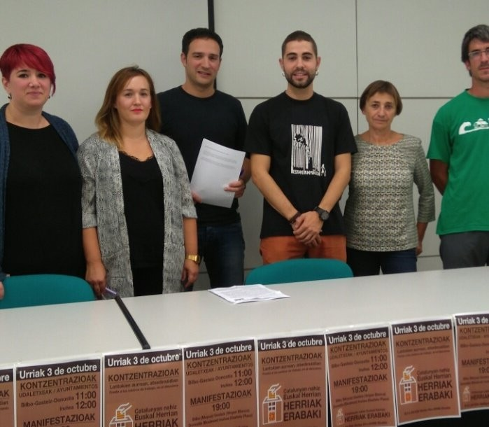 Hainbat sindikatuk elkarretaratzeak deitu dituzte Kataluniari elkartasuna helarazteko