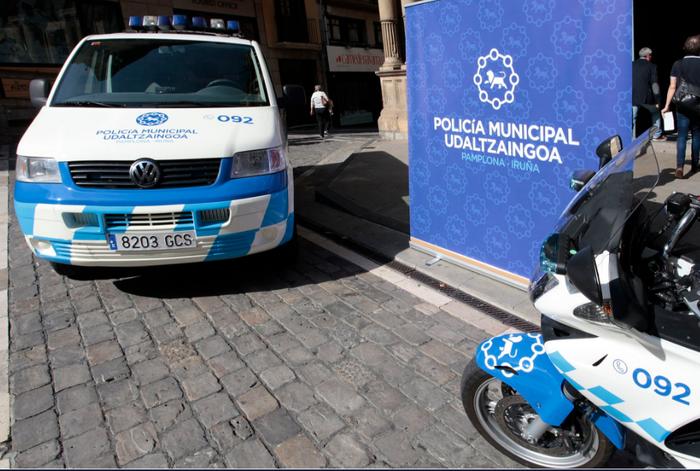 Bederatzi urteko haurra autoa gidatzen atzeman du Iruñeko Udaltzaingoak