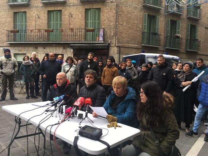 """Alde Zaharreko merkatari eta ostalariak kexu, """"polizia-okupazioagatik"""""""
